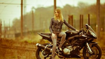 Picture with tags: HD, Bikes, Girls, European, Style, Beauty