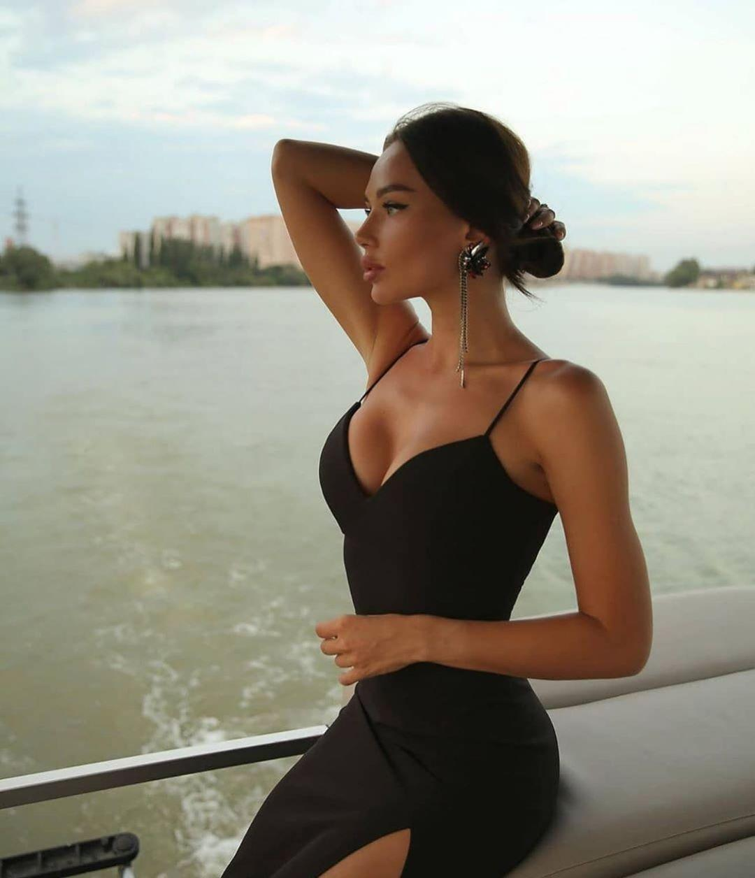 Picture with tags: Fashion and beauty, Girl