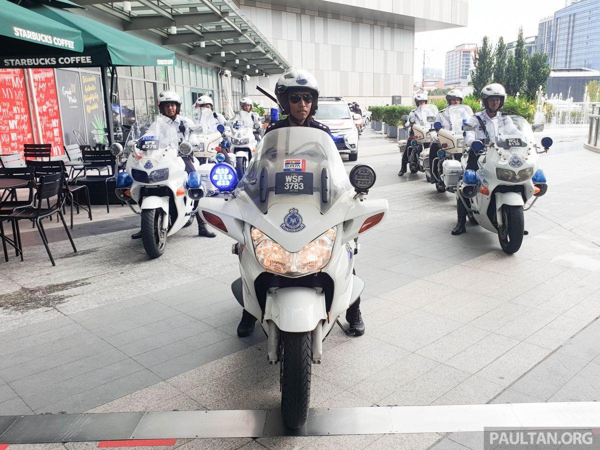 Immagine con tag:Interessante, Moto e biciclette