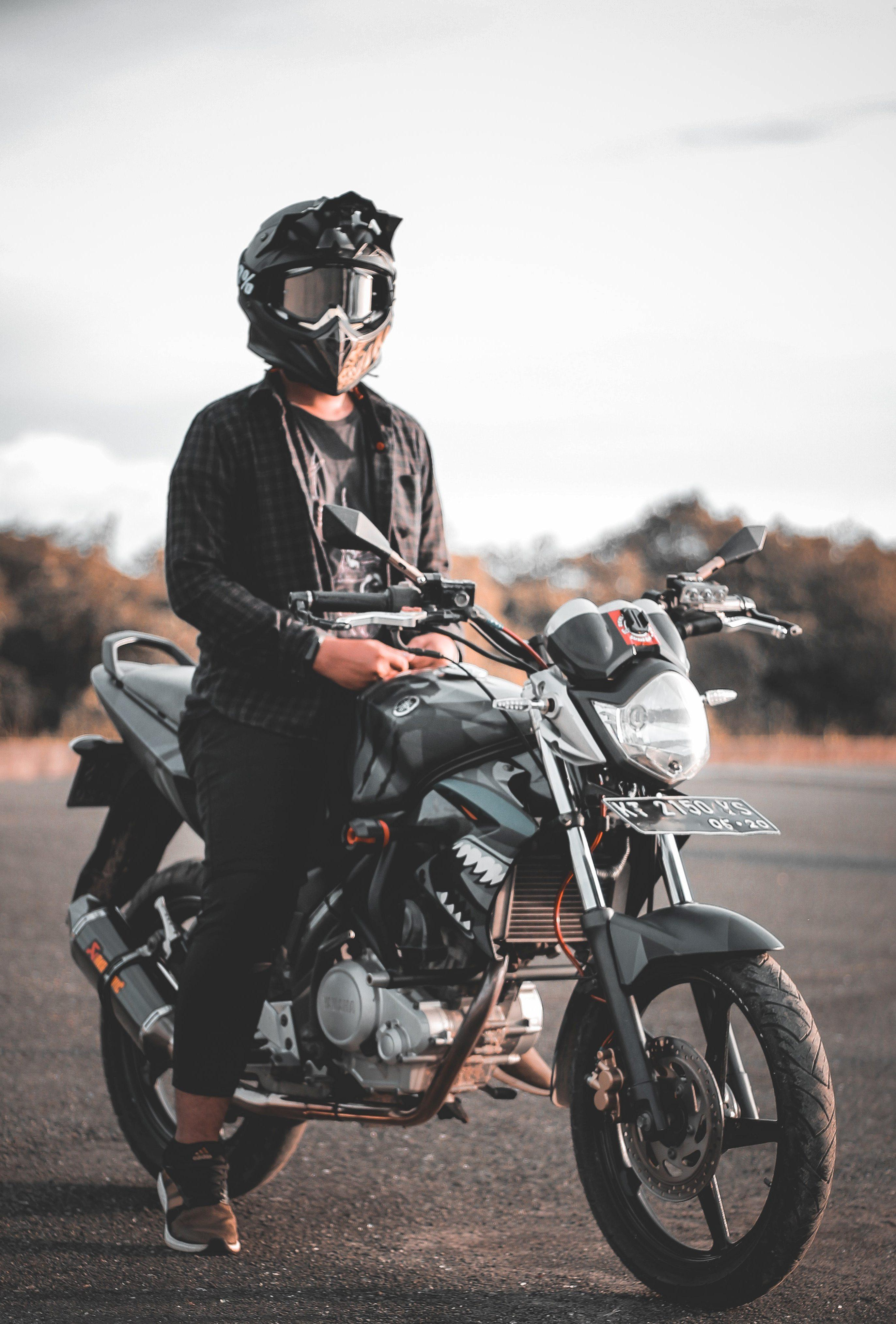 Etiketli resim:Motosiklet ve bisiklet