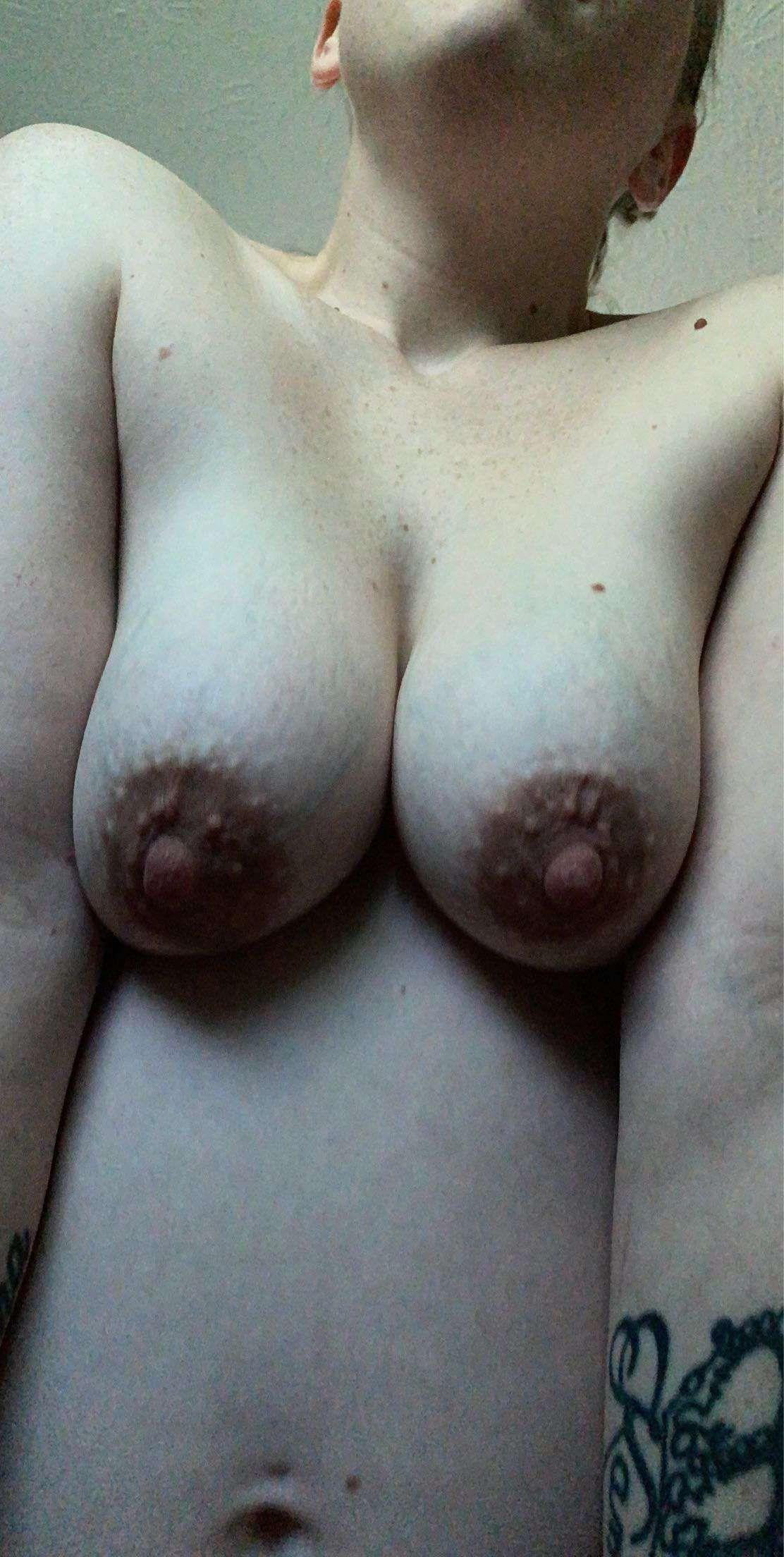 Picture with tags: Topless, Interesting, Girl