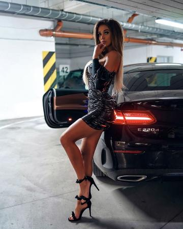 Picture with tags: Girls, Sexy pose, Cars