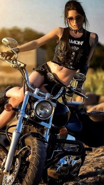 Picture with tags: HD, Bikes, Girls, European, Style, Outdoor, Beauty