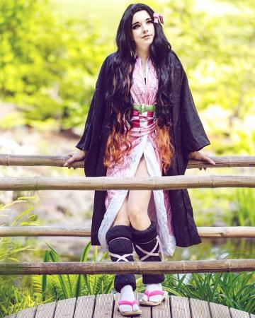 Picture with tags: HD, Cosplay, Auto moderation