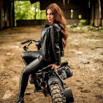 Picture with tags: HD, Bikes, Girls, European, Style, Sport, Outdoor, Beauty