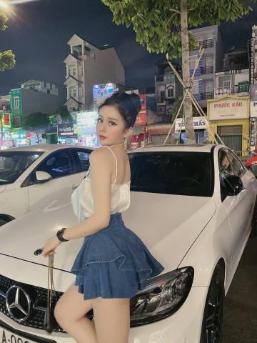 Picture with tags: Girls, Cars