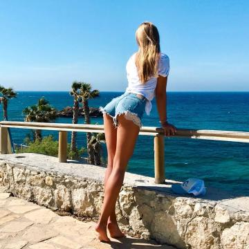 Picture with tags: Outdoor, Travels, Girls