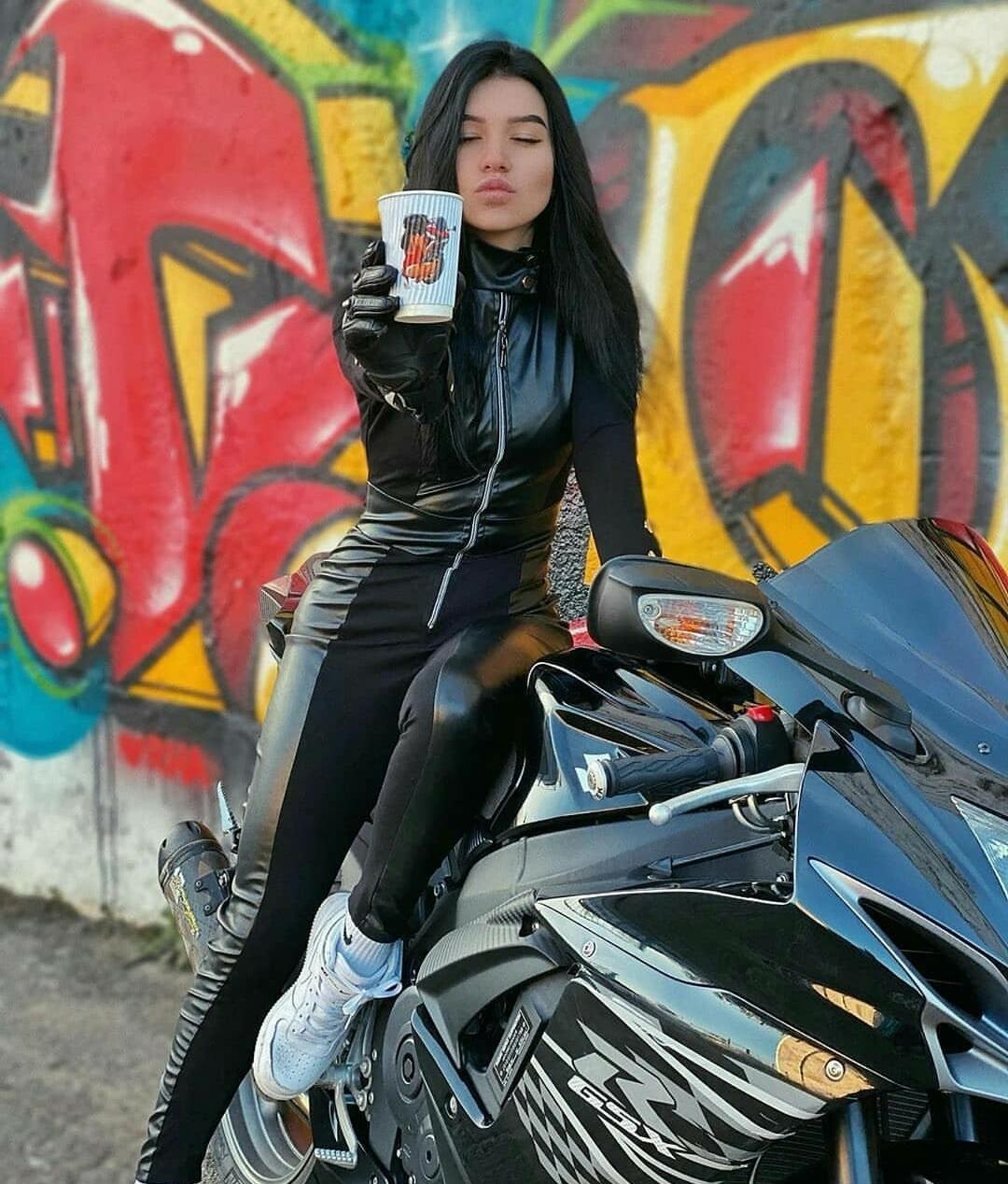 Picture with tags: HD, Motorcycles and bicycles, Girl