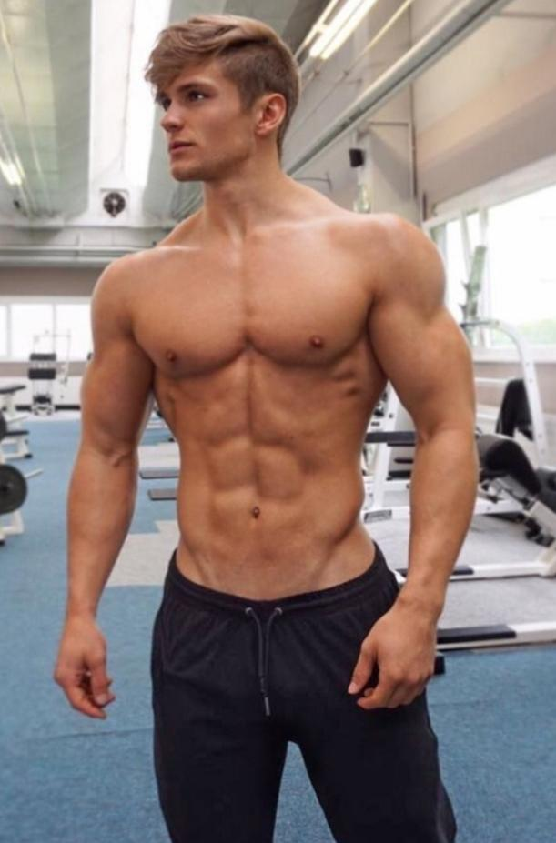 Picture with tags: Interesting, Man, Sport