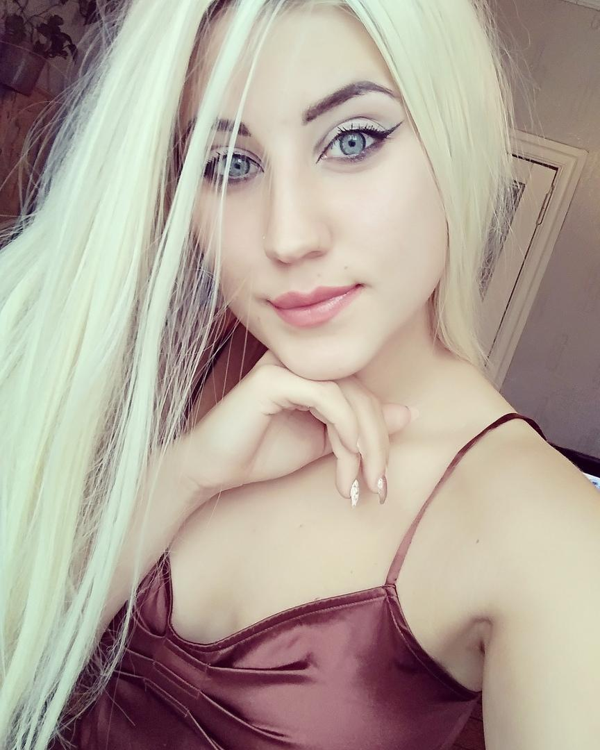 вебкам модель Карина
